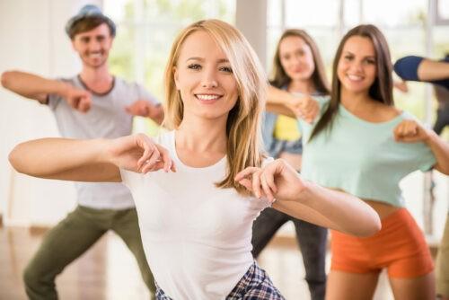 Zumba: leute beim tanzen